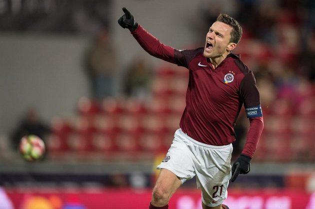 David Lafata ze Sparty oslavuje gól na 2:0 během utkání s Teplicemi.