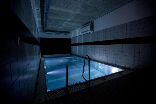 Rehabilitační bazén v kabině domácího celku.