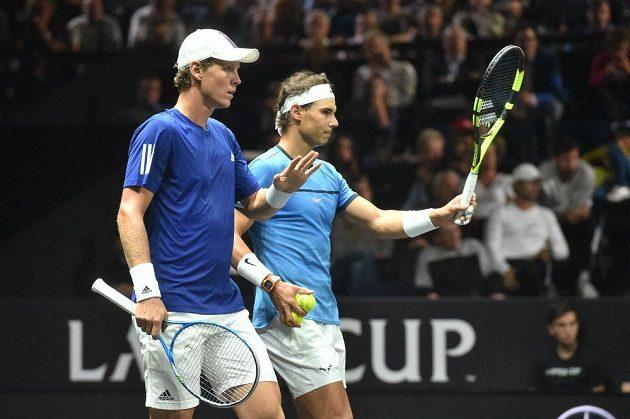 Tomáš Berdych (vlevo) a Rafael Nadal (vpravo) při čtyřhře proti Nicku Kyrgiosovi a Jacku Sockovi.
