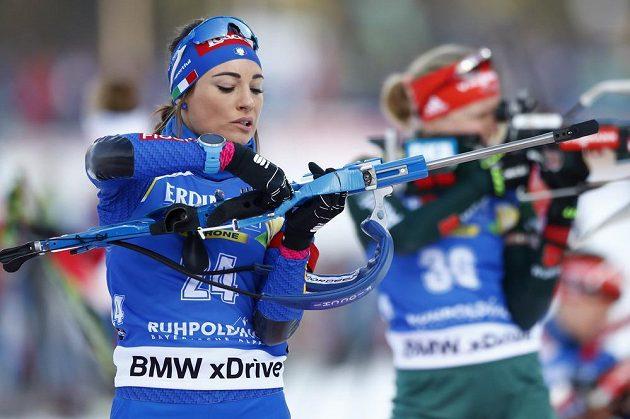 Dorothea Wiererová z Itálie na cestě k triumfu ve vytrvalostním závodě v Ruhpoldingu.