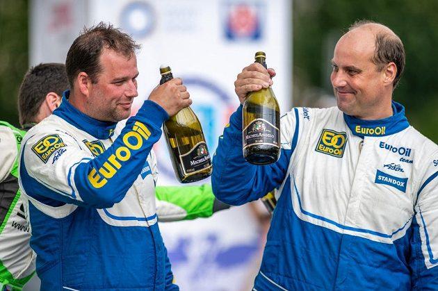 Václav Pech (vpravo) a Petr Uhel ovádli Rallye Bohemia.