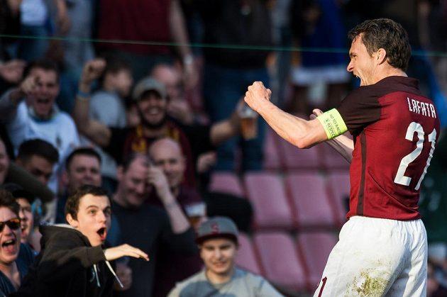 A je tam! David Lafata oslavuje gól na 2:1 s Brnem.