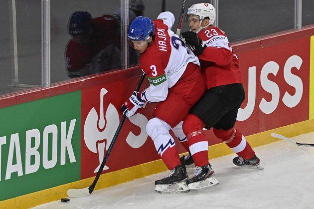 Libor Hájek (vlevo) v souboji s Philippem Kurashevem ze Švýcarska.