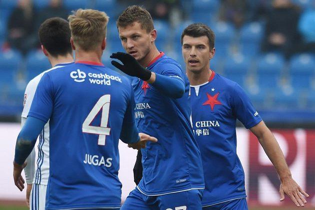 Hráči Slavie se radují z gólu do sítě Baník. Zleva Jakub Jugas, Tomáš Necid a Ondřej Kúdela.