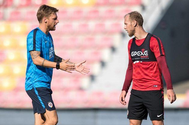Asistent trenéra Sparty Radoslav Kováč (vlevo) a nová posila obránce Semih Kaya.