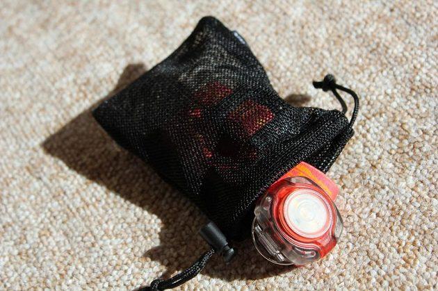 Fenix HL05: V balení je i praktický pytlíček na převoz.