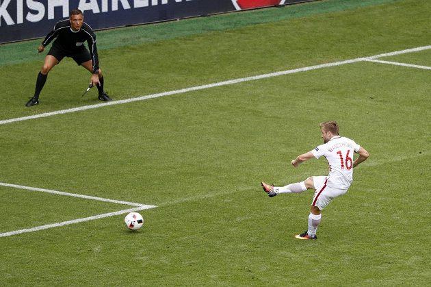 Polák Jakub Blaszczykowski střílí gól Švýcarsku.