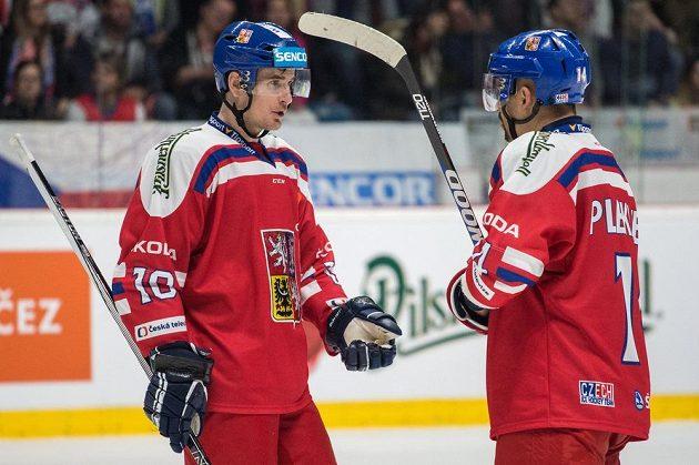 Roman Červenka (vlevo) chválí kapitána české reprezentace Tomáše Plekance.