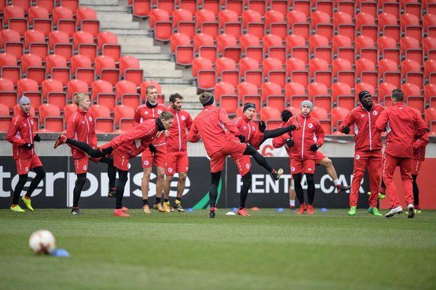 Fotbalisté Slavie během tréninku.