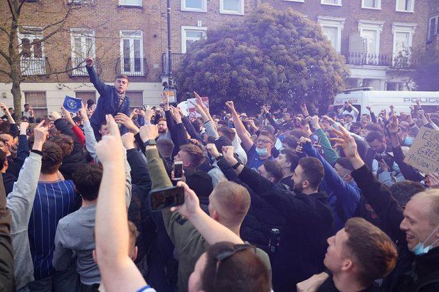 Fanoušci Chelsea protestují proti účasti v plánované Super lize.