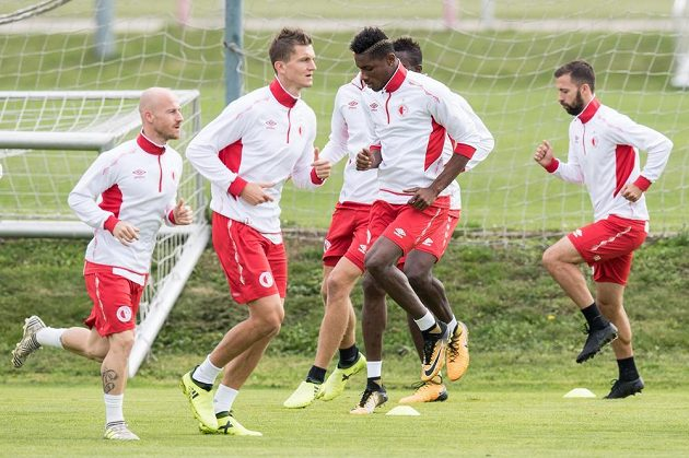 Fotbalisté Slavie (zleva) Miroslav Stoch, Tomáš Necid, Simon Deli a Josef Hušbauer.