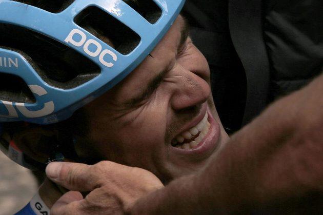 Ne, to není cyklista po pádu. Novozélanďan Jack Bauer smutní poté, co ho těsně před cílem dojelo pole a přišel o možnost zvítězit v 15. etapě Tour.