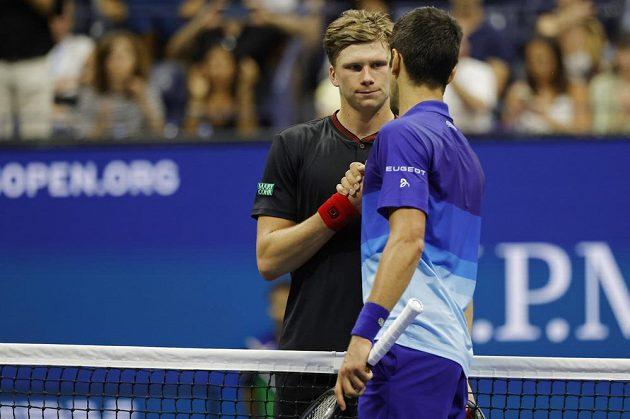 Srbský tenista Novak Djokovič si poradil na US Open s domácím Jensonem Brooksbym 3:1 na sety a od zisku kalendářního grandslamu ho dělí tři výhry. Fanoušci aplaudovali oběma borcům.
