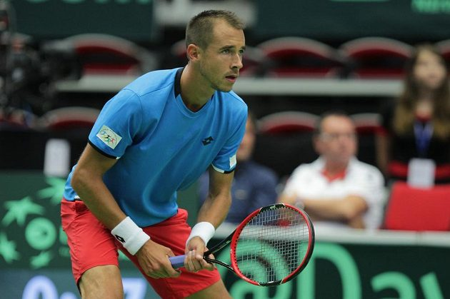 Český tenista Lukáš Rosol v zápase s Jo-Wilfriedem Tsongou ve čtvrtfinále Davisova poháru.