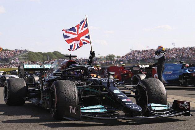 Za neuctivé a nesportovní označil nizozemský jezdec Max Verstappen vítězné oslavy Lewise Hamiltona po Velké ceně Británie