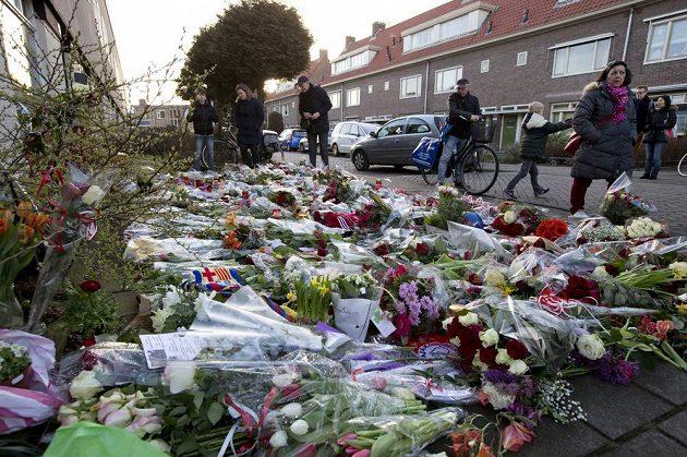 Dům v Amsterdamu, kde Johan Cruyff vyrůstal, je obsypaný květinami.