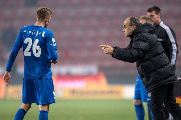 Brněnský trenér Václav Kotal udílí pokyny Radku Buchtovi v dohrávce 15. kola Synot ligy na Spartě.