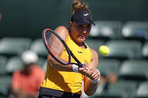 Brazilská tenistka Beatriz Haddad Maiaová v utkání s Karolínou Plíškovou.