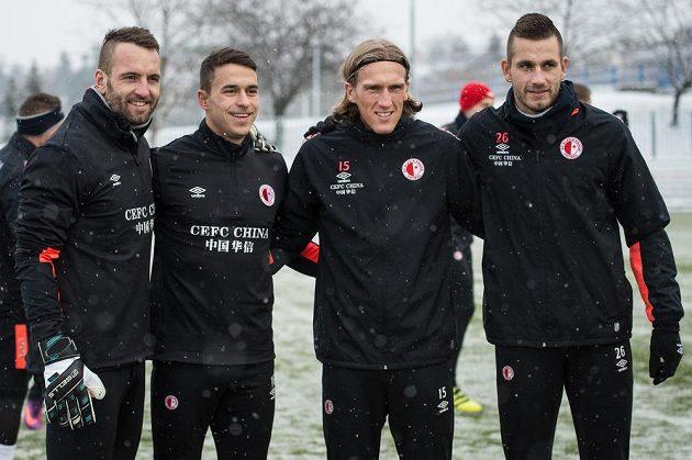 Zimní posily Slavie (zleva): Přemysl Kovář, Marko Alvir, Per–Egil Flo a Michael Lüftner během prvního tréninku v pražském Edenu.