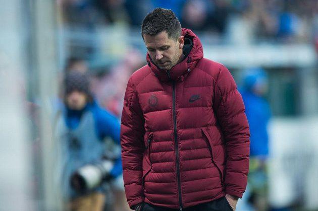 Zklamaný trenér Sparty David Holoubek během utkání v Mladé Boleslavi.