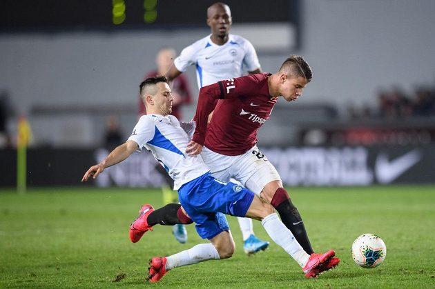 Jakub Pešek ze Slovanu Liberec a Adam Hložek ze Sparty Praha během utkání 21. kola Fortuna ligy na Letné.