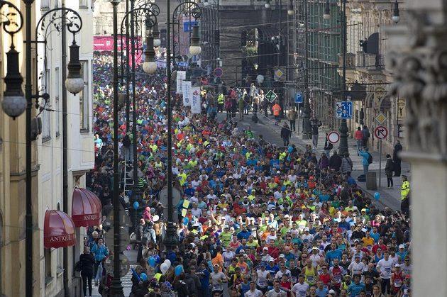 Závodníci při 18. ročníku pražského půlmaratonu.