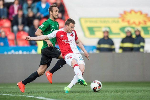 Muris Mešanovič ze Slavie Praha střílí gól na 1:1 proti Jablonci.