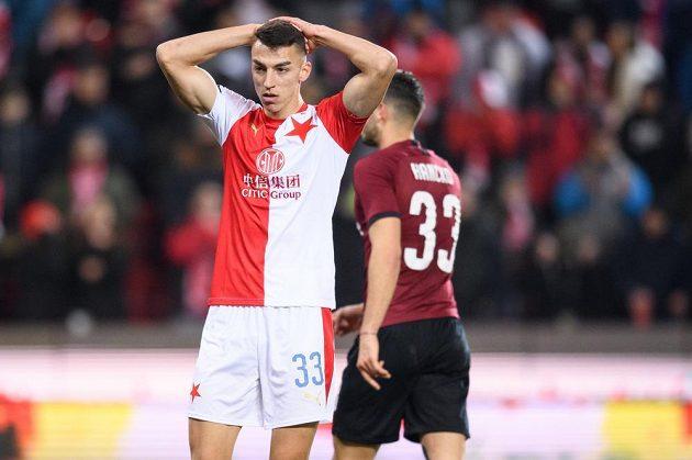 Petar Musa ze Slavie Praha během utkání se Spartou.