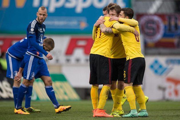 Fotbalisté Sparty Praha (zprava) Lukáš Vácha, Lukáš Juliš a Lukáš Mareček se radují z gólu v Olomouci.