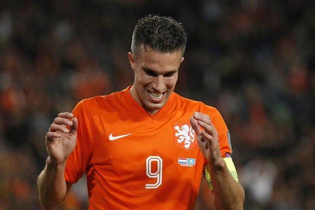 Nizozemský útočník Robin van Persie slaví gól v síti Kazachstánu.
