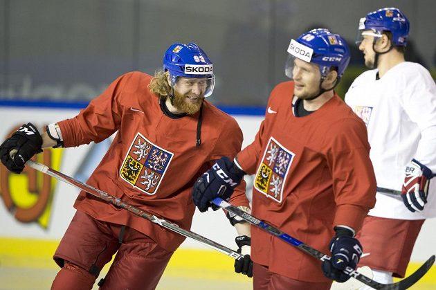 Jakub Voráček (zleva), Petr Vrána a Jan Kovář na středečním tréninku v Paříži.