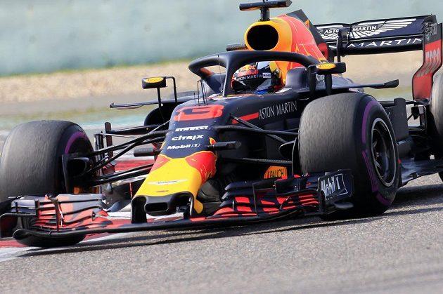 Daniel Ricciardo se svým redbulem ve Velké ceně Číny.