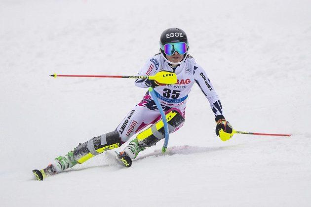 Martina Dubovská při slalomu ve Špindlerově Mlýně.