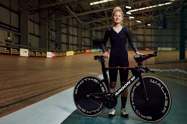 Britská cyklistka Joss Lowdenová.