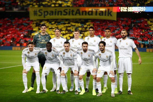 Fotbalisté Realu Mardid před zápasem s Barcelonou.