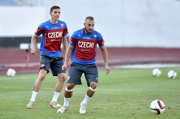 Záložníci Jiří Skalák (vpravo) a David Pavelka během tréninku české fotbalové reprezentace.