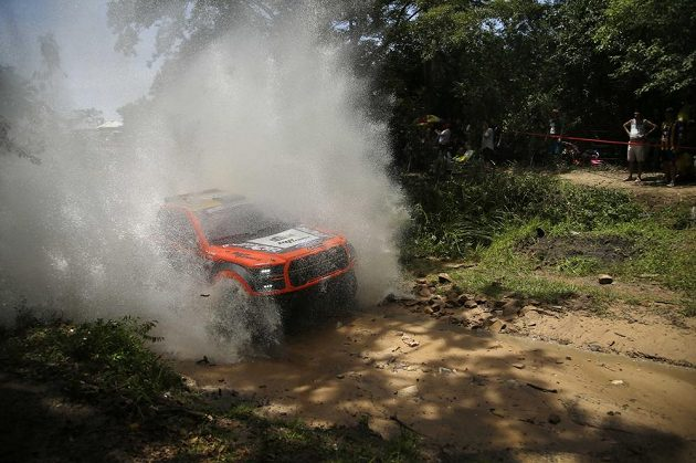 Český pilot Martin Prokop na trati Rallye Dakar.