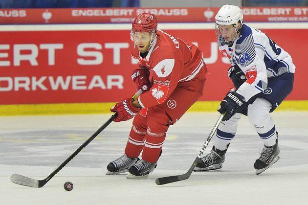 Zleva Petteri Lindbohm z Lausanne a Jakub Pour z Plzně.