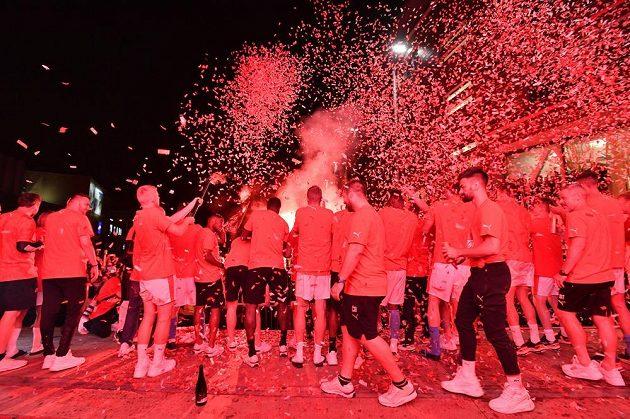 Fotbalisté Slavie porazili Plzeň a bujaré oslavy obhajoby titulu mohly vypuknout.