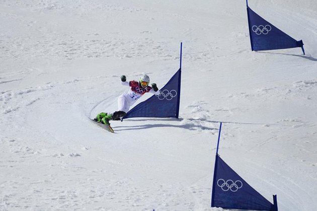 Česká závodnice Ester Ledecká na trati paralelního slalomu na olympiádě v Soči.