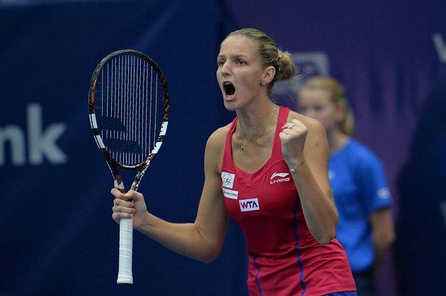 Karolína Plíšková se raduje během finálového zápasu v Linci s Italkou Giorgiovou.