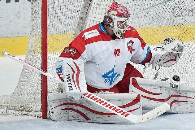 Třetí gól inkasuje v Liberci brankář Olomouce Branislav Konrád.