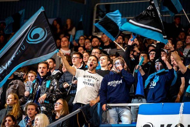 Příznivci Ostravské univerzity během utkání.