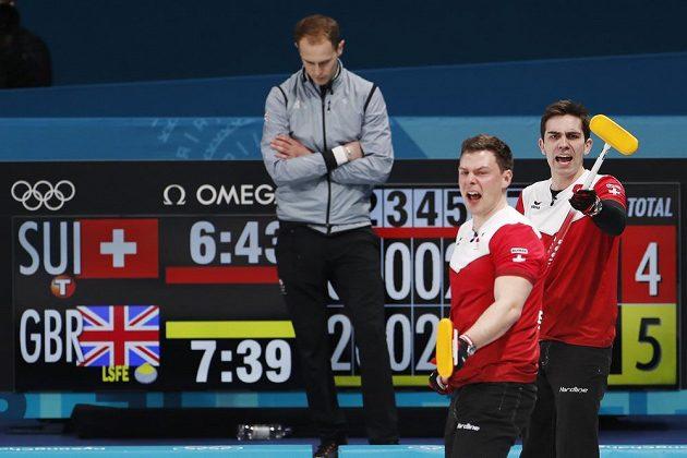 Curleři Švýcarska se jako poslední kvalifikovali do semifinále, když vyhráli nad Velkou Británií.