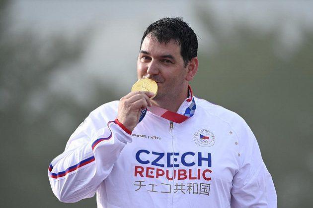 Český střelec Jiří Lipták z ČR se zlatou medailí.