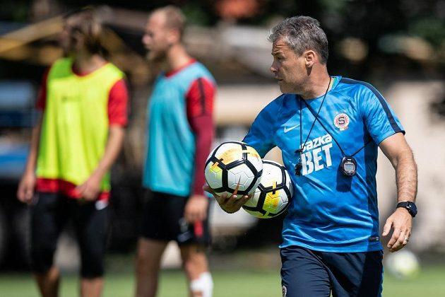 Trenér Pavel Hapal během prvního tréninku letní přípravy Sparty Praha.