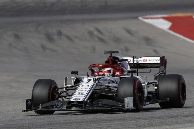 Jezdec týmu Alfa Romeo - Fin Kimi Raikkönen - během kvalifikace na Velkou cenu USA F1.