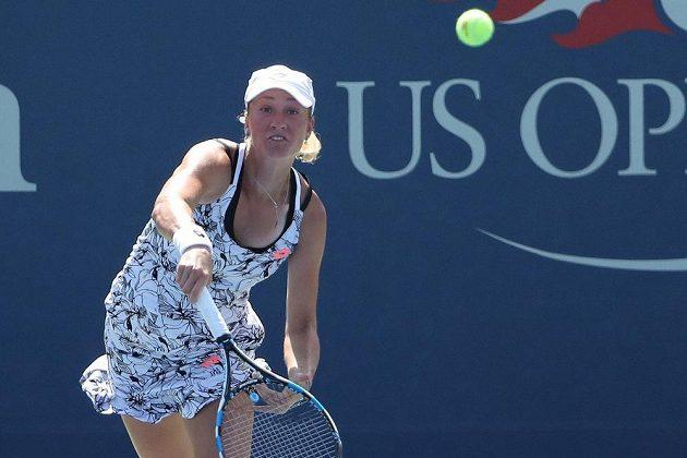 Česká tenistka Denisa Allertová během zápasu prvního kola US Open s Anou Ivanovičovou ze Srbska.