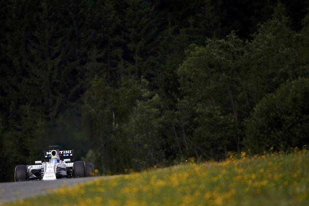 Felipe Massa s vozem Williams při měřeném tréninku na okruhu ve Spielbergu.