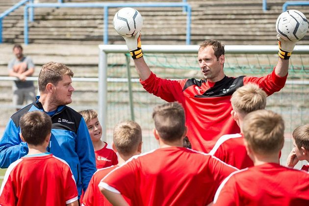Brankář Petr Čech během tradiční fotbalové školy Petra Čecha na pražském Strahově.